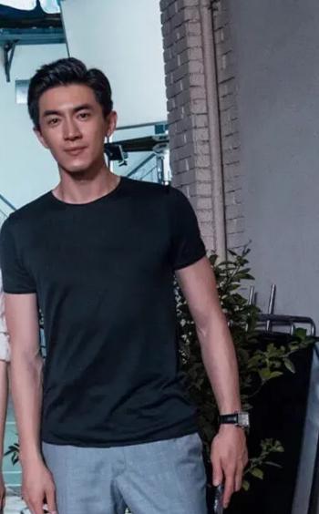 「中国青年网」林更新新剧杀青肤色引关注 被网友调侃黑得像P上去