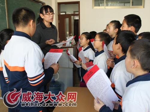 初中v初中:凤林女生800余学校插上学生的梦想起来摸翅膀胸爽书信不图片