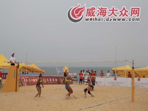 沙滩排球巡回赛女子组冠军赛比赛中高清图片