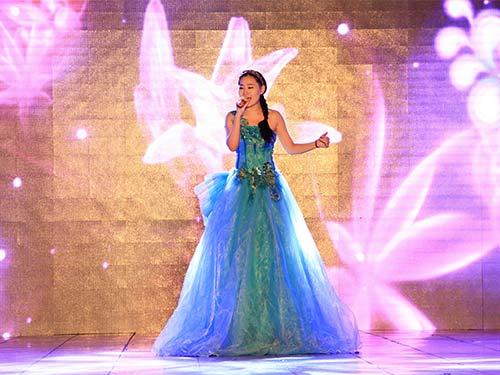 王倩演唱美声歌曲《春天的芭蕾》