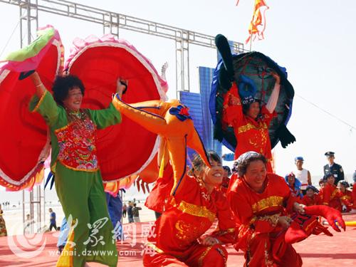 观看精彩的民俗表演……10月2日—4日,威海南海新区螃蟹品鉴艺术节