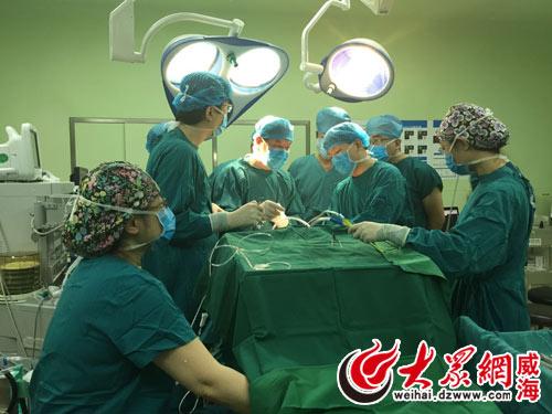 市立医院神经科成功为一名76岁帕金森病后期患者实施脑深部电刺激手术图片