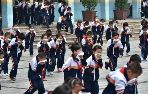 防空防灾警报试鸣 威海525所学校同步疏散演练