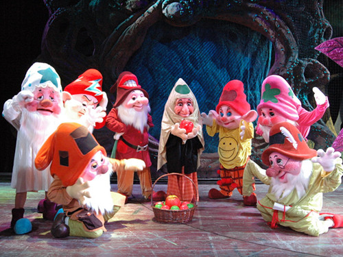 红鞋子和七个小矮人