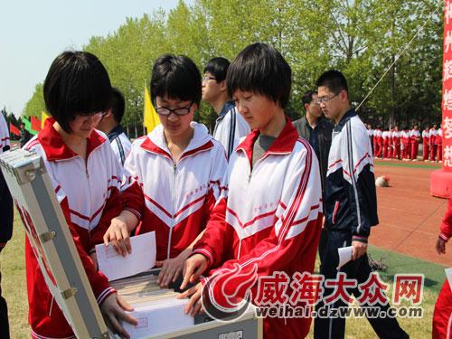 """荣成团市委举办""""中国梦我的梦""""成人仪式"""